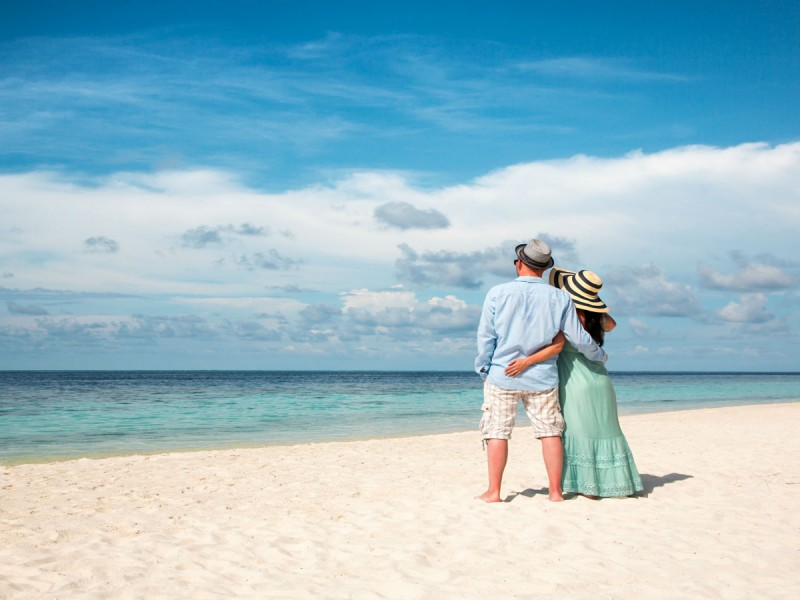 honeymoon-couple-beach-hug