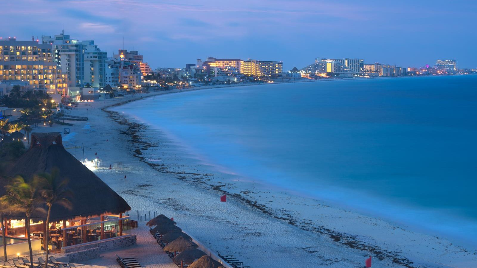 This image shows the scenery of Cancun at night, Mexico